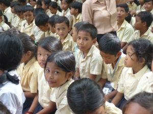 Les enfants pendant la fête de l'école