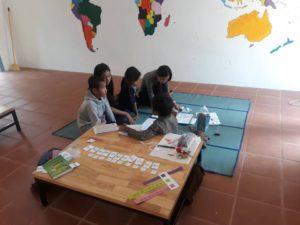Les enfants qui s'approprient l'espace de la bibliothèque
